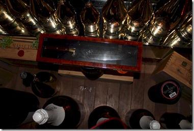 Anantara KIhavah Villas - champagne sword opening