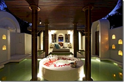 Anantara Kihavah bath night