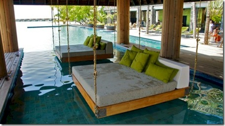Anantara Kihavah swinging pool bed