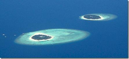 Angsana Ihuru and Banyan Tree Vabbinfaru aerial