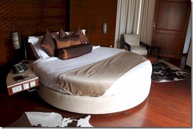 Constance Halaveli round bed