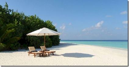 Dhoni Island Beach