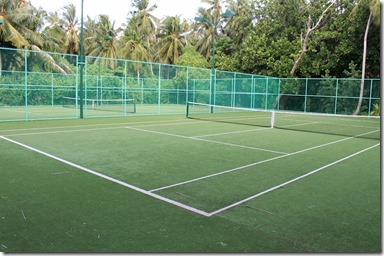 Dusit Thani - astro-turf tennis courts
