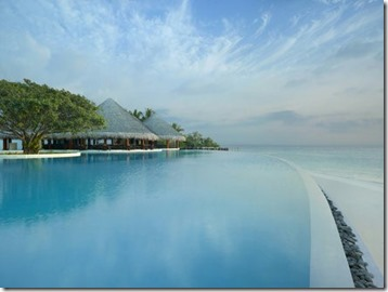 Dusit Thani - infinity pool
