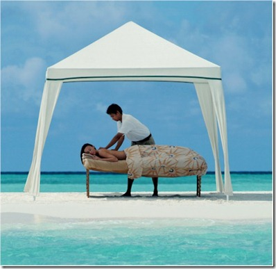 Four Seasons Landaa Giraavaru sand bar massage