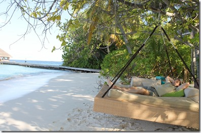 Huvafenfushi - bed swing