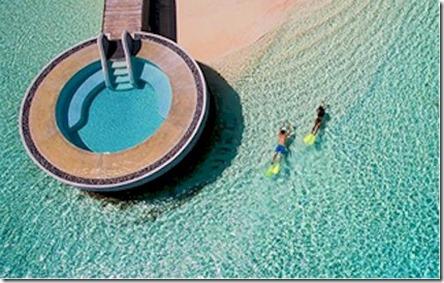 Huvafenfushi - ocean pool 1