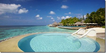 Huvafenfushi - ocean pool 2
