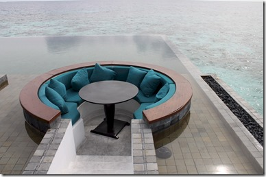 Jumeirah Dhevanafushi - pool dining table