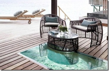 Jumeirah Vittaveli deck glass floor