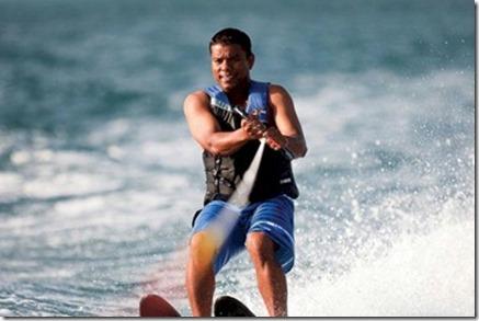 Jumeirah Vittaveli water skiing