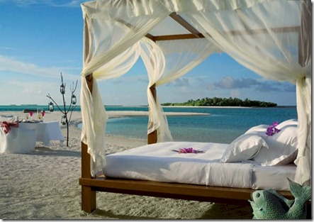 Kanuhura beach bed
