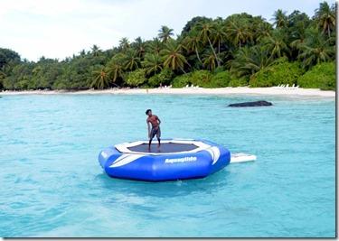 Kuramathi - water trampoline 2