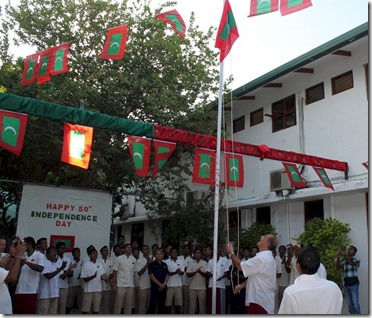 Maldives independence - Coco Bodu Hithi flag raising