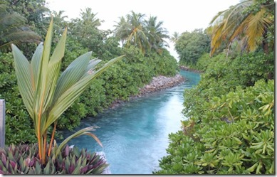 One and Only Reethi Rah bridge stream