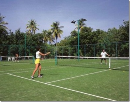 Reethi Beach tennis court