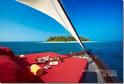Safari Island dhoni cruise Sakis