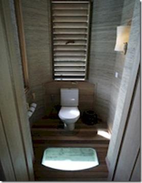 Six Senses Laamu toilet glass floor