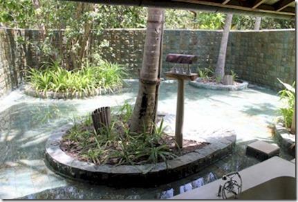 Soneva Fushi - back area water feature