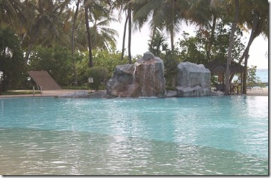 Sun Island pool fountains 2