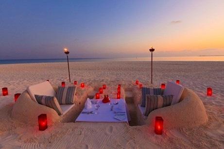 Ordinaire Velassaru Beach Dining
