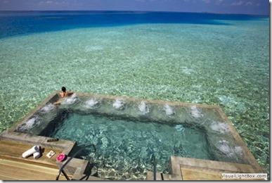 Velassaru lagoon pool
