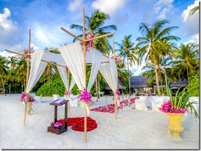 One and Only Reethi Rah - beach wedding efforescence
