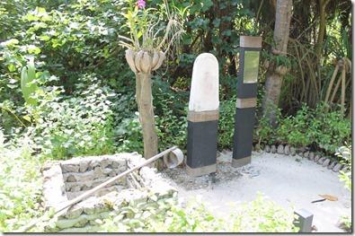 Anantara Kihavah Villas - ancient well