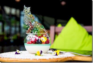 Jumeirah Vittaveli - ornate dessert