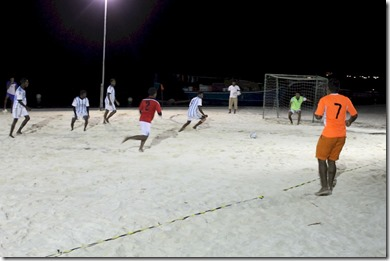 Huvafenfushi - night beach football