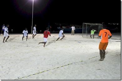 Huvafenfushi - night beach football
