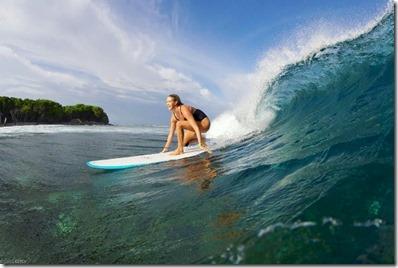 Adaraan Hudhuranfushi - Eliza Langren surf