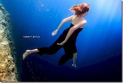 Cinnamon Ellaidhoo - Mika Moeller underwater