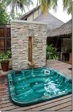 Banyan Tree Vabbinfaru - water feature jacuzzi