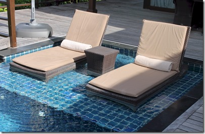 Shangri-La Villingili - in pool loungers