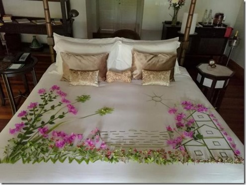 Anantara Kihavah - bed decorating