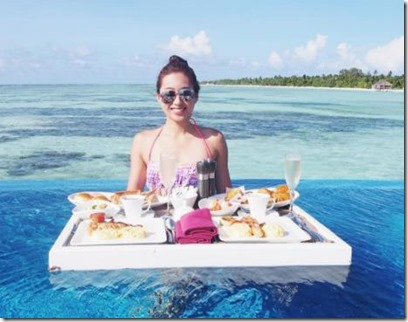 LUX South Ari Atoll - floatng breakfast