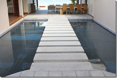 Huvafenfushi - water entryway