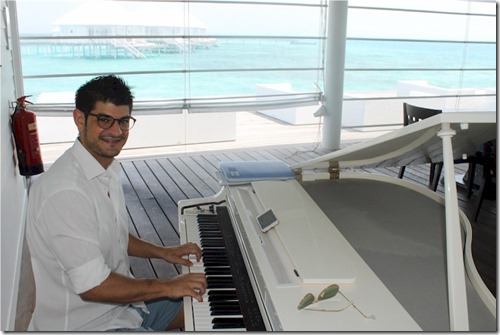 Athuruga - Thudufushi - piano bar
