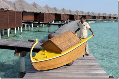 Coco Bodu Hithi - dhoni housekeeping