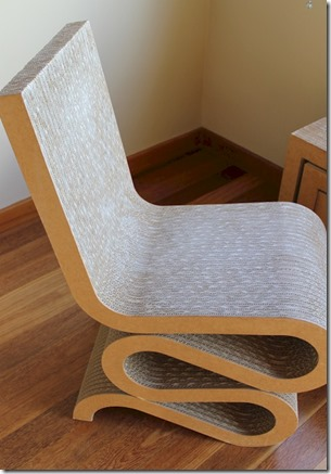Huvafenfushi - card board chair