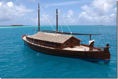 Huvafenfushi - dhoni boat suit