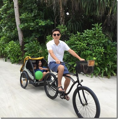 Four Seasons Landaa Giraavaru - bike kid carrier