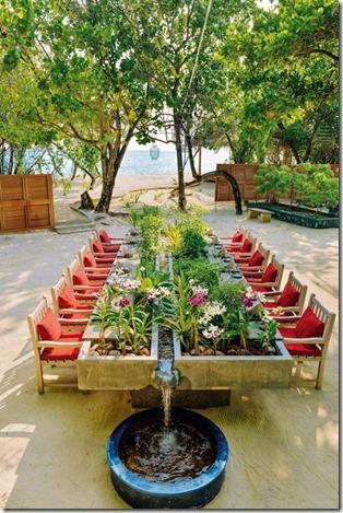 Kanuhura - garden table