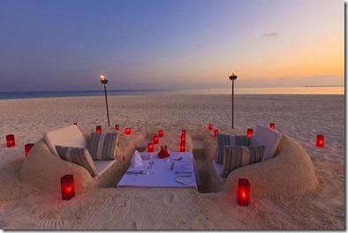 Velassaru - beach dinner