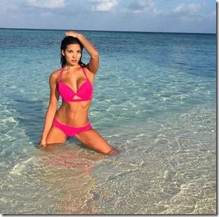 Ylianna Dadashi (USA) - Huvafenfushi