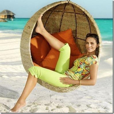 Liz Hurley (United Kingdom) – Huvafenfushi