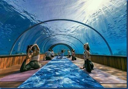 Hurawalhi - Jessica Ollie underwater yoga