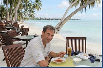 Shangri-La Villingili - beach dining