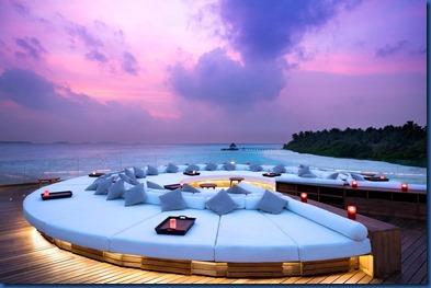 Anantara Kihavah - roof deck